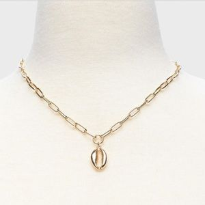 Silver Link Necklace w Shell Charm